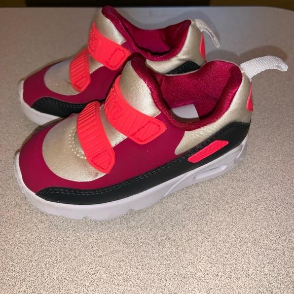c781cc57961 Nike Air Max Tiny 90 size 6c. M 5c3066ec9fe486e6f9367ee7